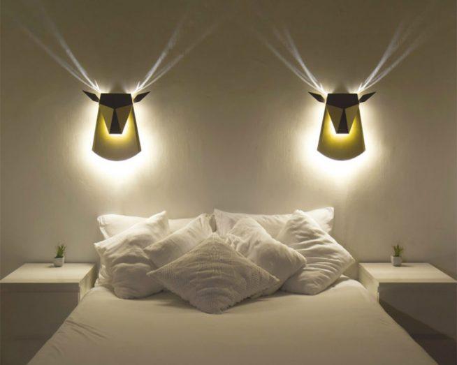 Освещение спальни эффектными настенными бра