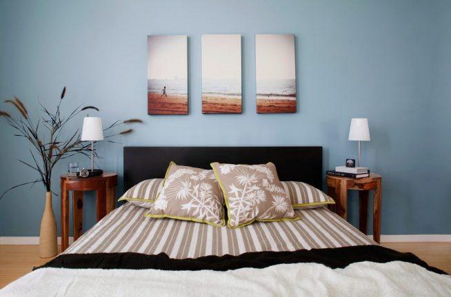 Модульное панно на стене современной спальни
