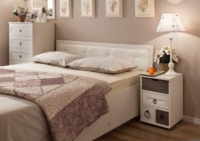 Кровать современного дизайна в светлых тонах