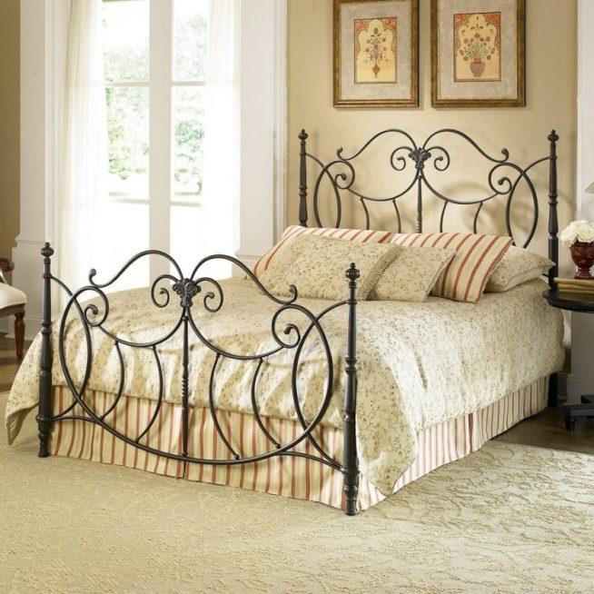 Эффектная кованая кровать