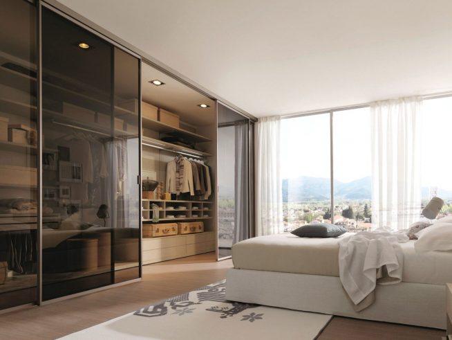 Гардеробная в спальне современного дизайна