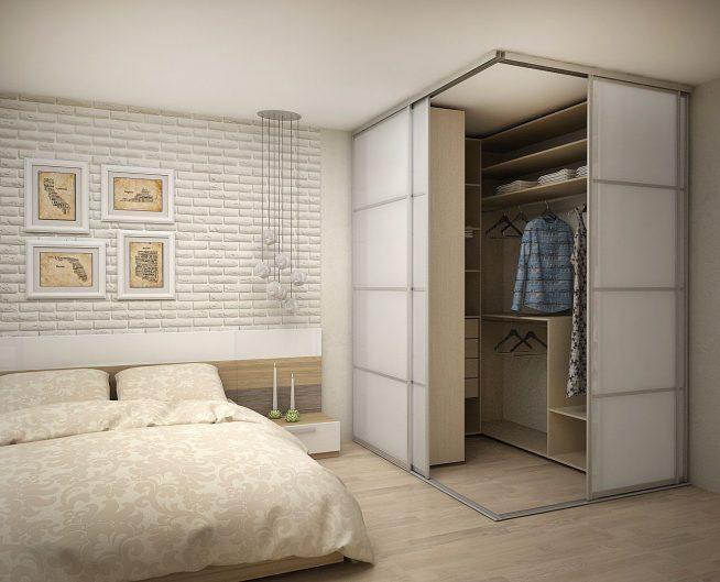 Компактная, но вместительная гардеробная в спальне
