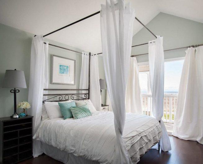 Кровать под балдахином в греческом стиле