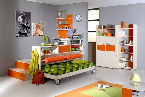 Кровать в детской под практичным подиумом