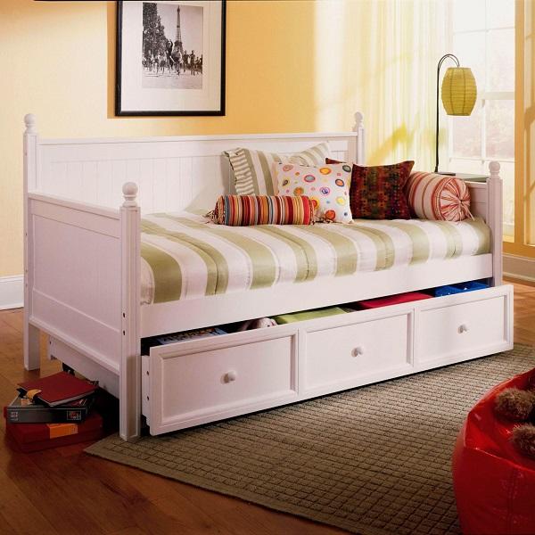 Кровать-диван с ящиками в детской комнате