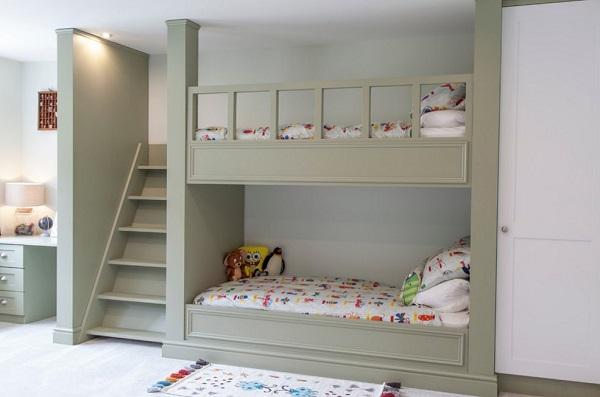 Добротная двухъярусная детская кровать