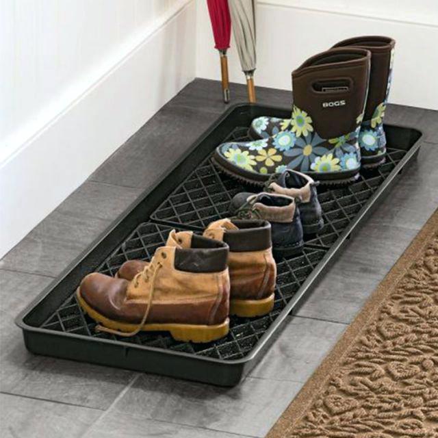 Лоток в прихожей для грязной обуви
