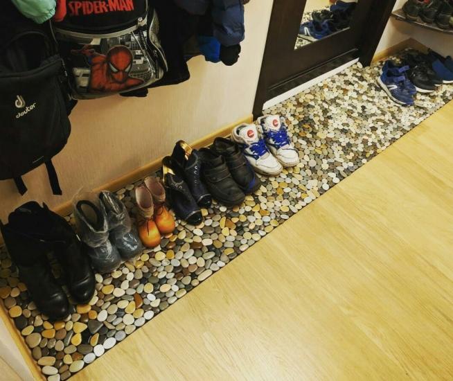 Лоток для обуви в маленькой прихожей