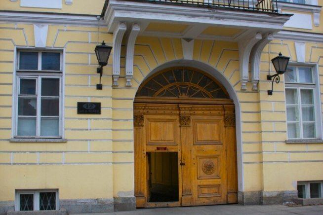 Подъезд дома, в котором живет Михаил Боярский