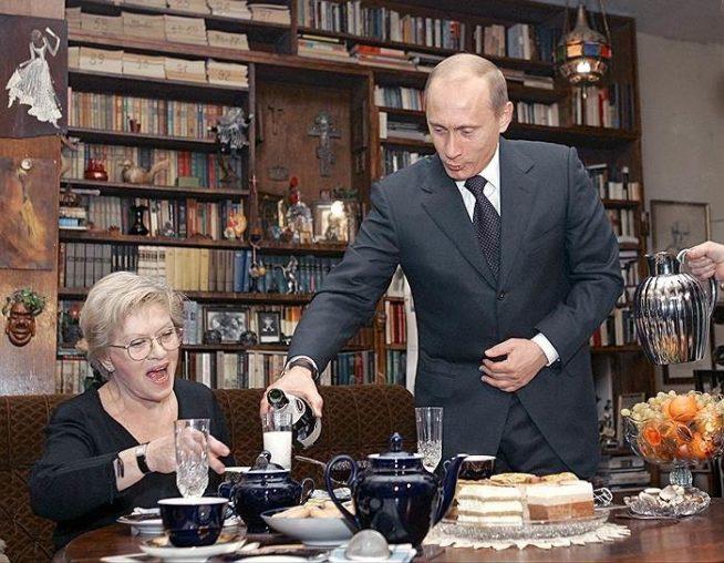 Владимир Путин на юбилее Алисы Фрейндлих