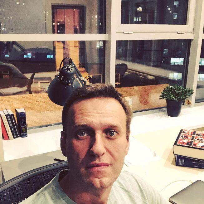 Алексей Навальный в съёмной квартире