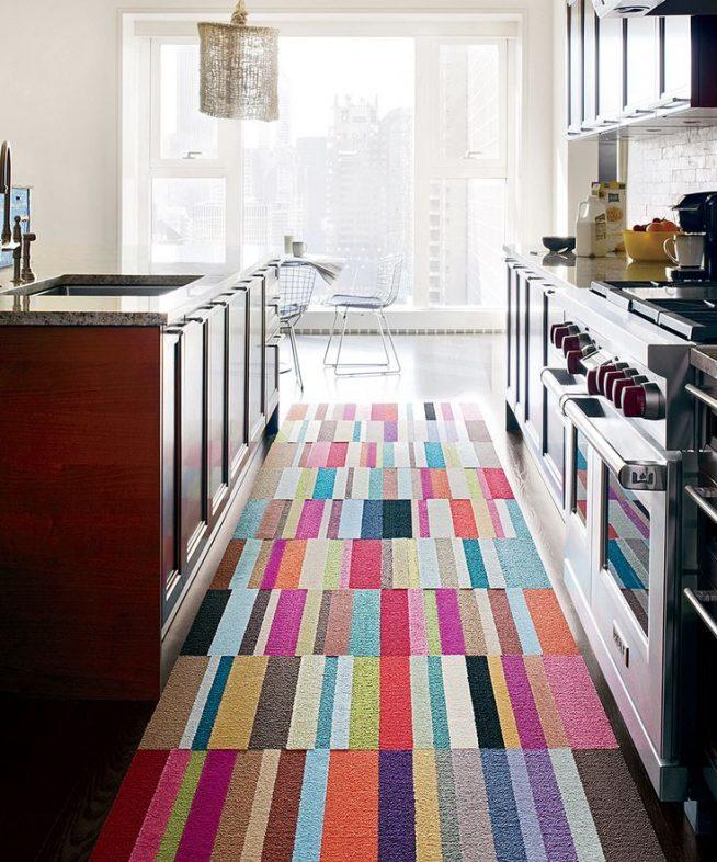 Дорожка на полу на кухне