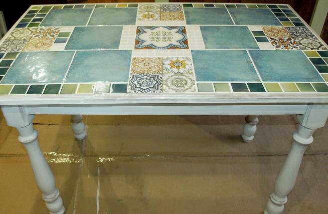 Столешница, выложенная керамической плиткой