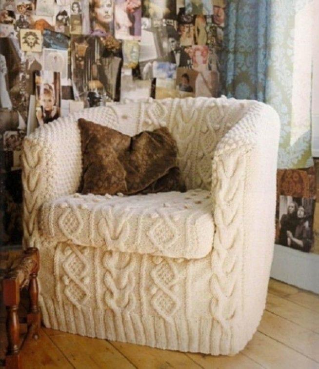 Кресло с вязаной обивкой