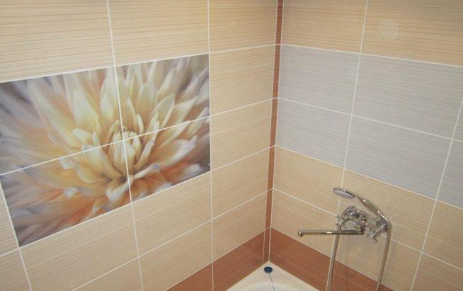 Замена плитки в ванной контрастными вставками