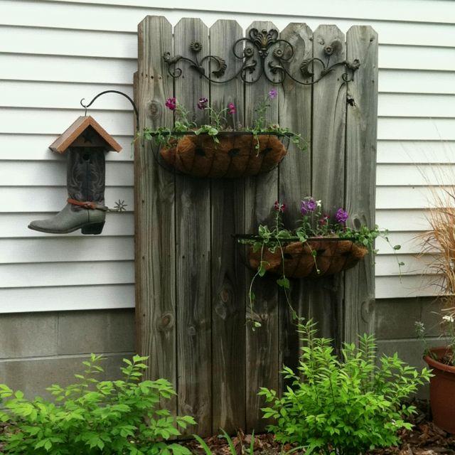 Оформление фасада дома растениями