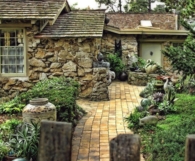 Оформление фасада дома камнем