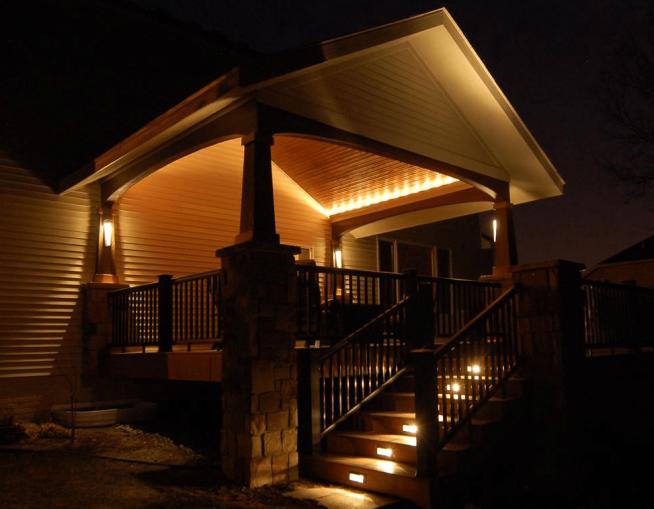 Оформление фасада дома светильниками