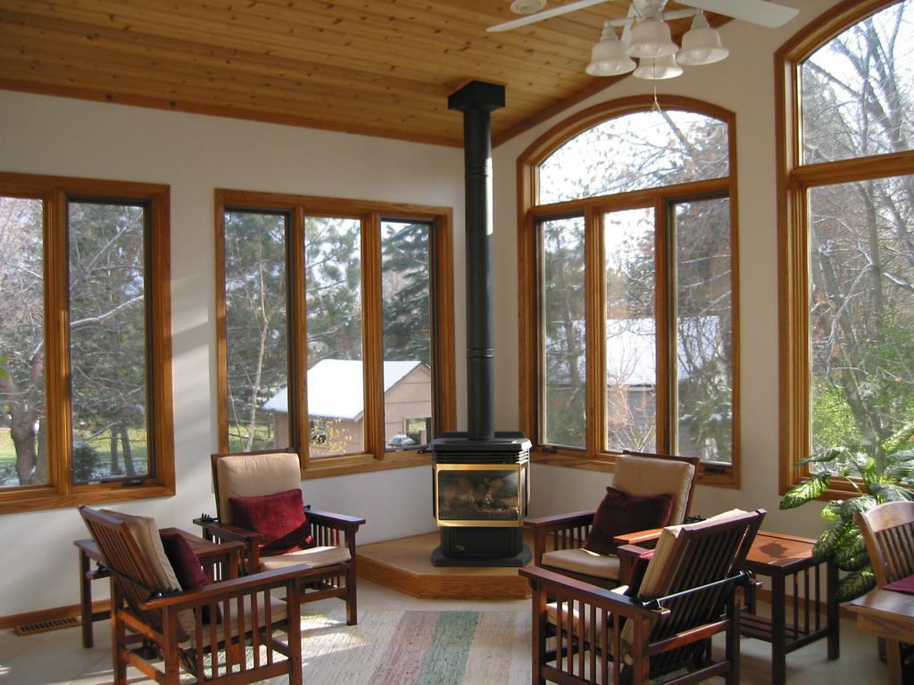 Деревянные окна из лиственницы: преимущества использования