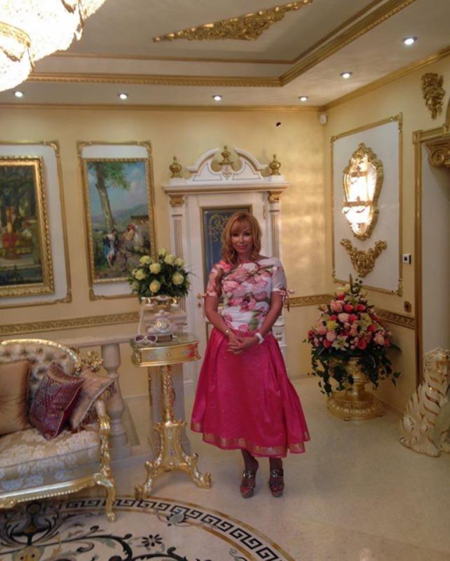 Маша Распутина в доме на Рублевке