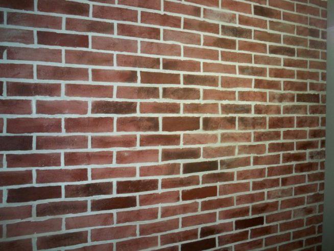 Нарисованная кирпичная стена