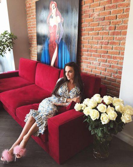 Модель Алена Водонаева в своей квартире