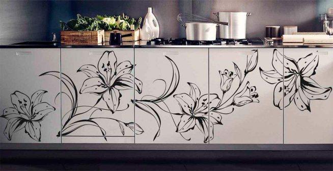 Мебель на кухне с виниловыми наклейками