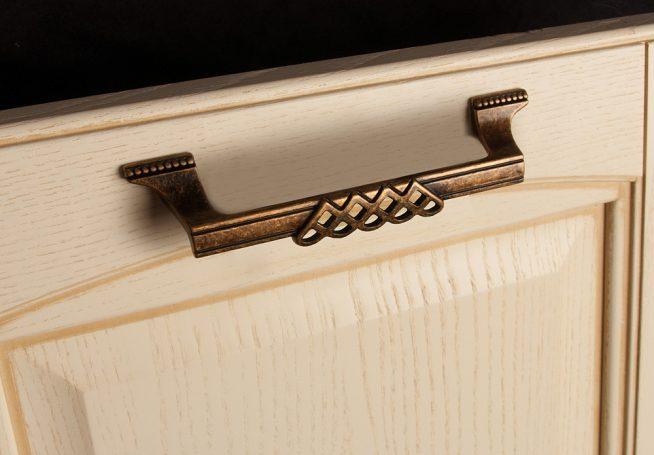 Оригинальная ручка на дверце