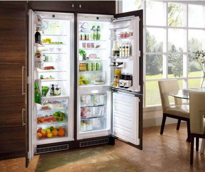 Два холодильника рядом