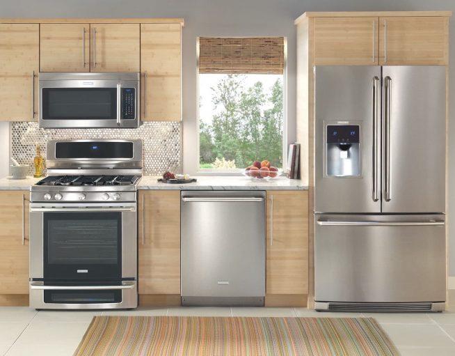 Холодильник на габаритной кухне