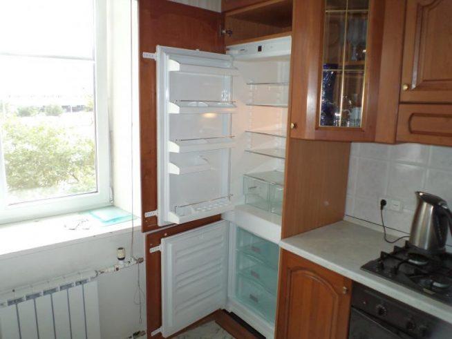 Встроенный обычный холодильник