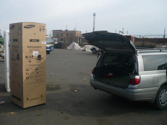 Упакованный холодильник перед транспортировкой
