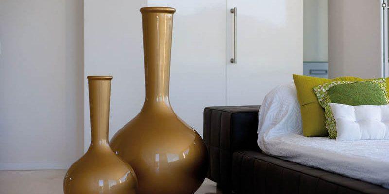 Напольные вазы в интерьере квартиры