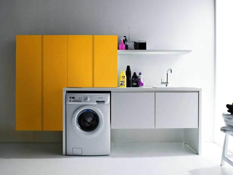 Куда поставить стиральную машину в маленькой квартире: 10 практичных идей с фото