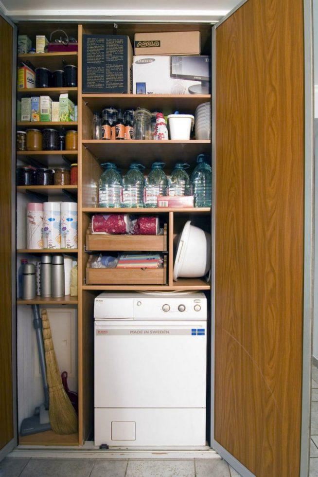 Стиральная машина в шкафу