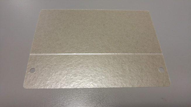 Подготовка слюдяной пластины для установки в микроволновку