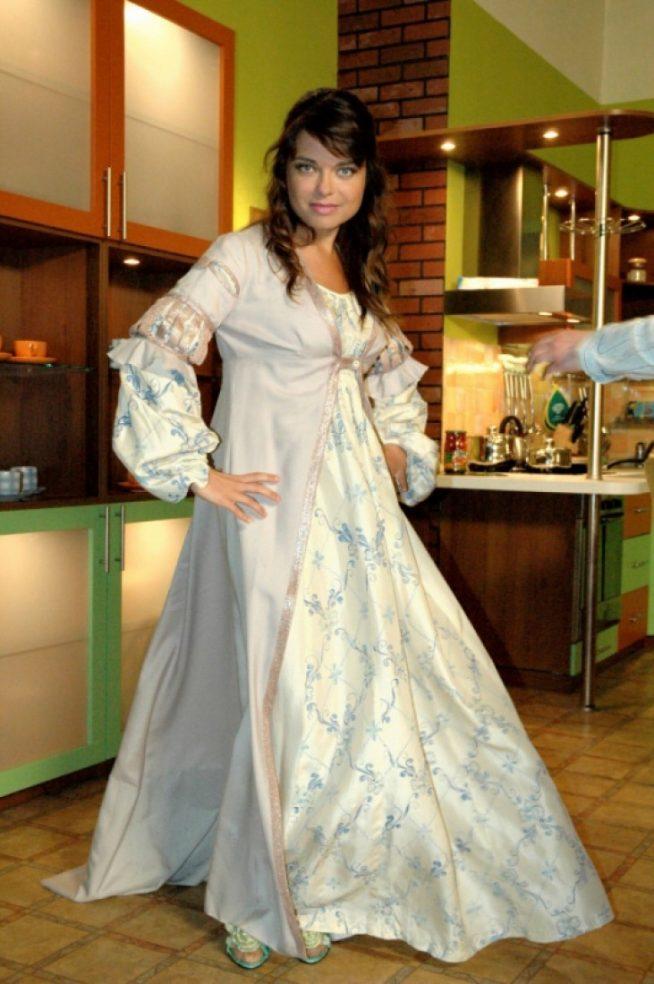 Наташа Королёва у себя на кухне
