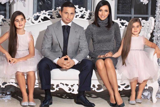 Алсу с мужем и дочерьми