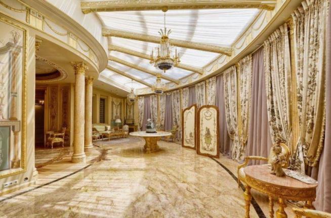 Холл в особняке Алсу