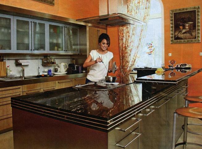 Кухня в доме Алсу