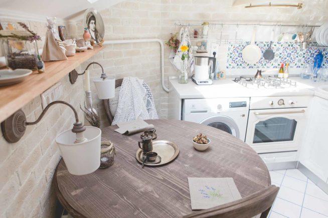 Небольшая кухня в стиле прованс