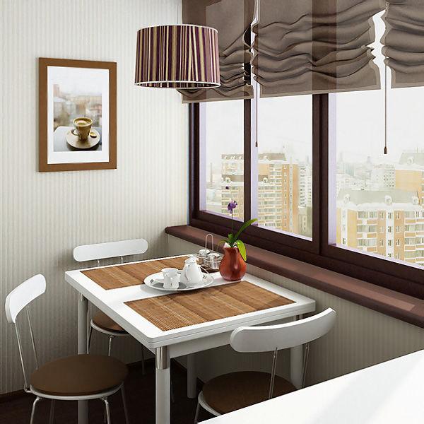 Обеденный стол и стулья у окна