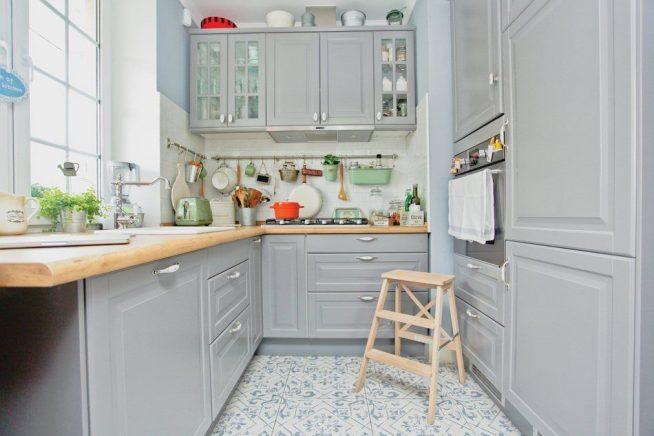 Кухня в серых тонах в стиле прованс