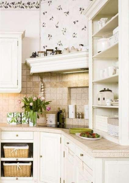 Дизайн светлой кухни в стиле прованс