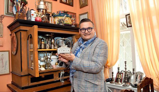 Александр Васильев в своём доме в Литве