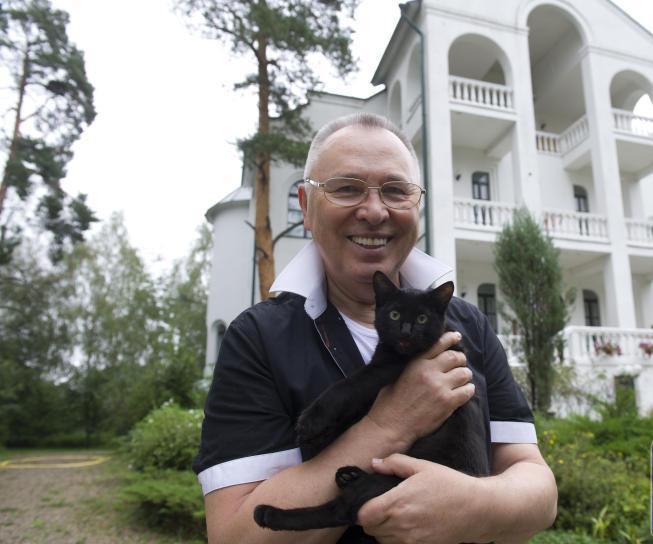 Вячеслав Зайцев в своей усадьбе