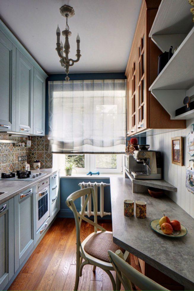 Планировка узкой кухни с окном