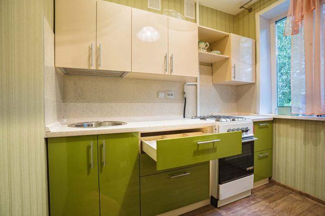 Дизайн маленькой кухни в зелёных тонах