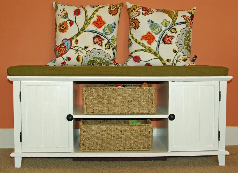 Как эффективно использовать старую мебель, которую жалко выбросить