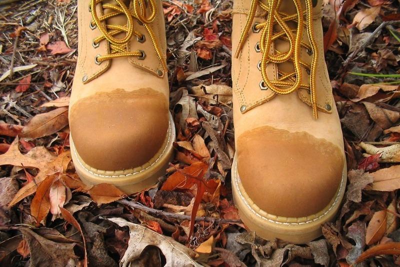 6 дешевых подручных средств, которыми можно защитить обувь от непогоды